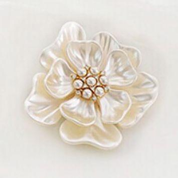 Брошь - Перламутровый цветок