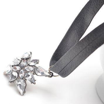 Черный с белым камнем
