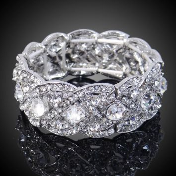 Серебряный с белым камнем