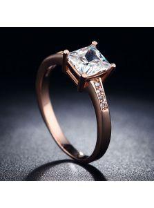 Женское кольцо - Квадратный фианит