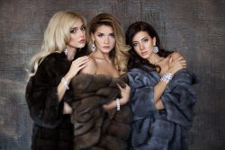 Группа «ВИА Гра»: девушки любят сверкающие украшения