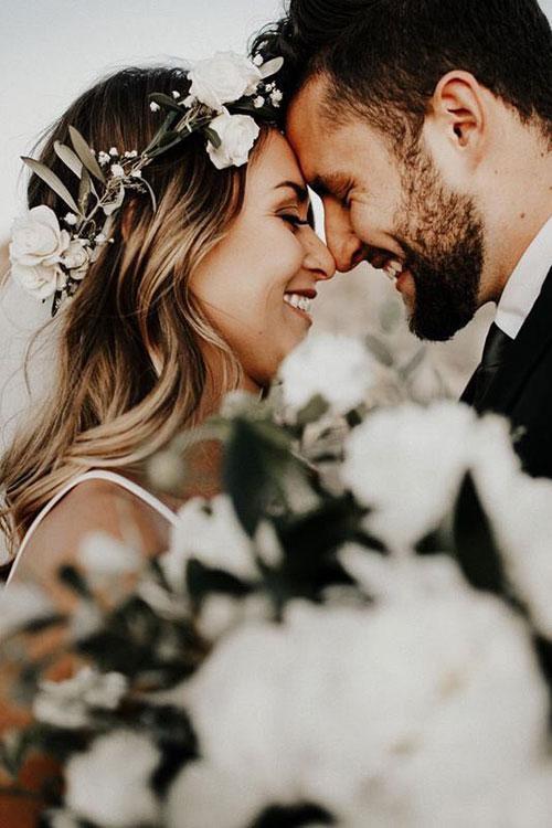 Свадебный венок из живых белых роз