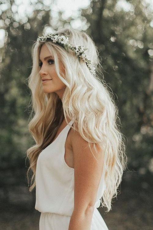 Свадебный веночек из аккуратных белых соцветий