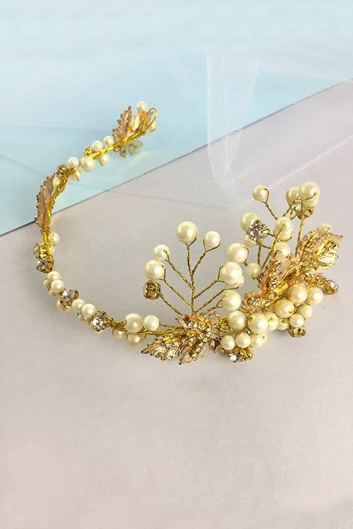 Свадебный венок с металлическими листьями в золоте