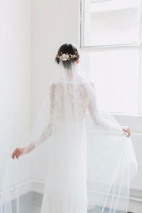 Свадебный венок на короткую прическу с фатой