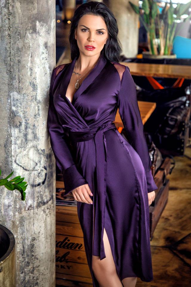 Прекрасная Елена в платье от Isabel Garcia и подвеске от DiaDemaGrand