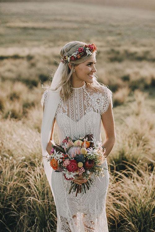 Свадебный венок на среднюю длину волос