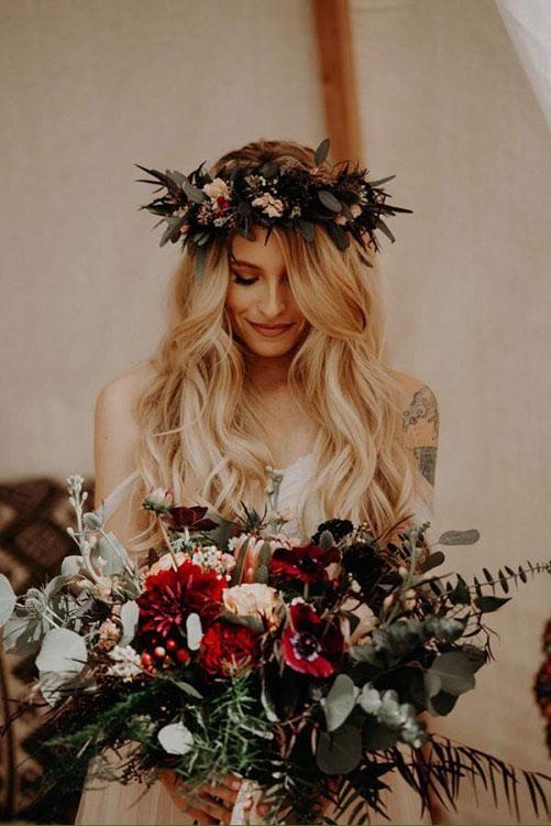Идентичный дизайн букета и венка невесты