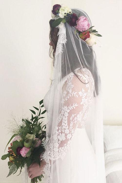 Свадебный венок на фату и длинные волосы