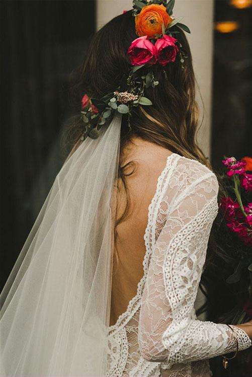 Свадебный венок из живых цветов в стиле Бохо