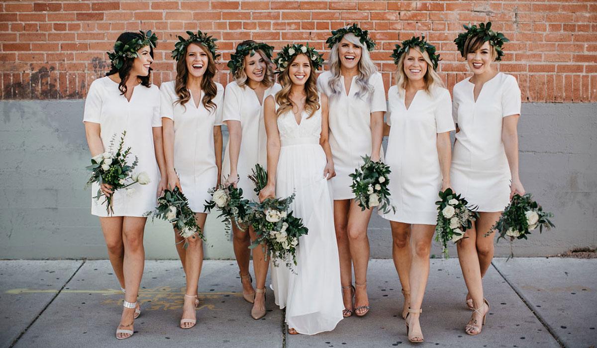 Свадебные прически с венком: виды, типы, применение по длине волос и стилю