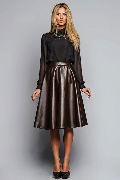Кожаная юбка с полупрозрачной рубашкой