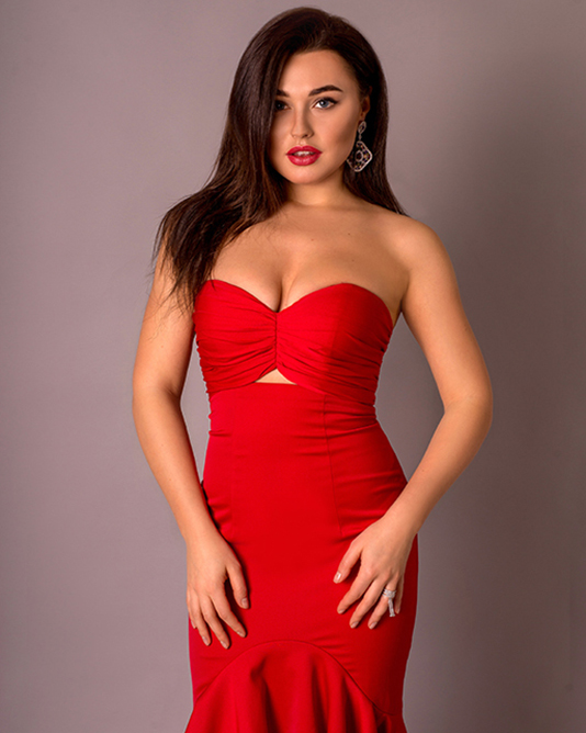 Серёжки под красное платье с открытыми плечами