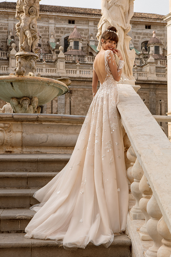 Невеста с венком в причёске