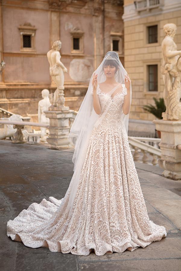 Нежный образ невесты в диадеме